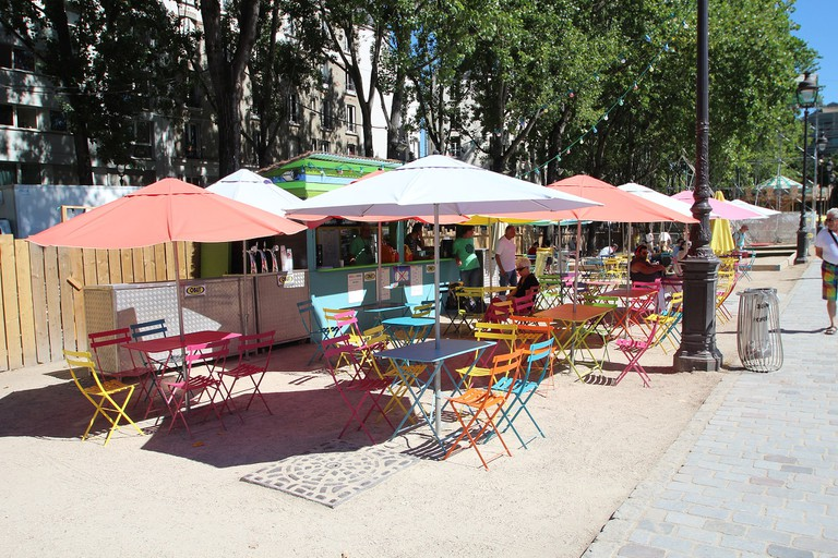 Restaurants at Paris Plages at the Canal │© Lionel Allorge / Wikimedia Commons