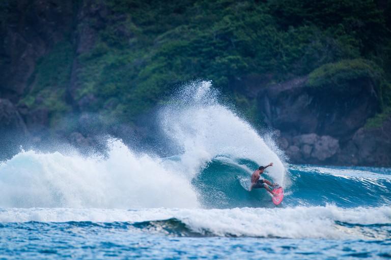 Balaram Stack shredding in Indonesia.   © Luke Forgay/Volcom