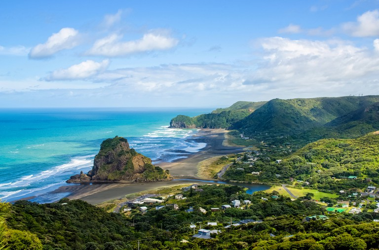 https://www.shutterstock.com/image-photo/piha-beach-which-located-west-coast-360145958?src=FcR_oDB8T1SytLOvxqXMUg-1-2