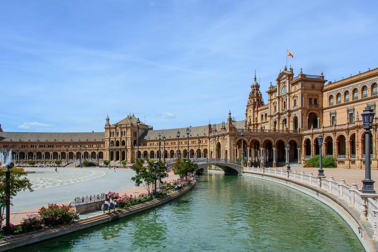 Plaza de España, Seville; bogitw. pixabay