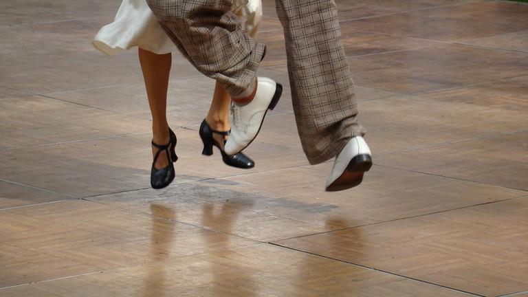 Swing dancing │© istolethetv/ Flickr