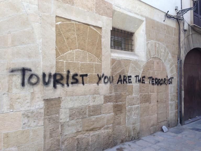 Anti-tourist graffiti © Leon Beckenham