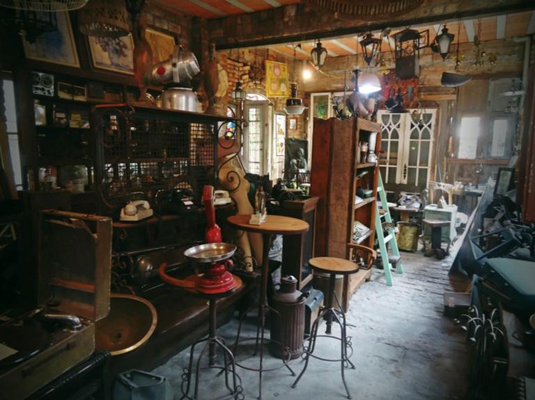 Antiques shop, O Velhão