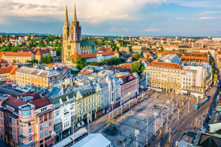 Vue aérienne de la capitale de la Croatie, la place principale de la ville de Zagreb, l'Europe.