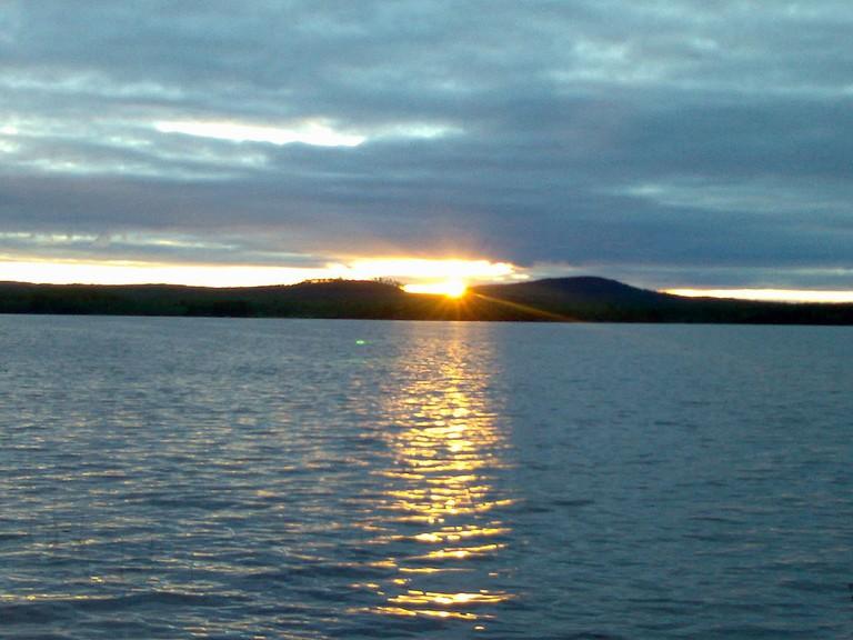 Sunset on Lake Kemijärvi / George Esayas / WikiCommons