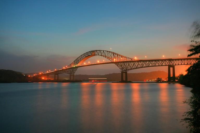 Puente de las Americas en el ocaso