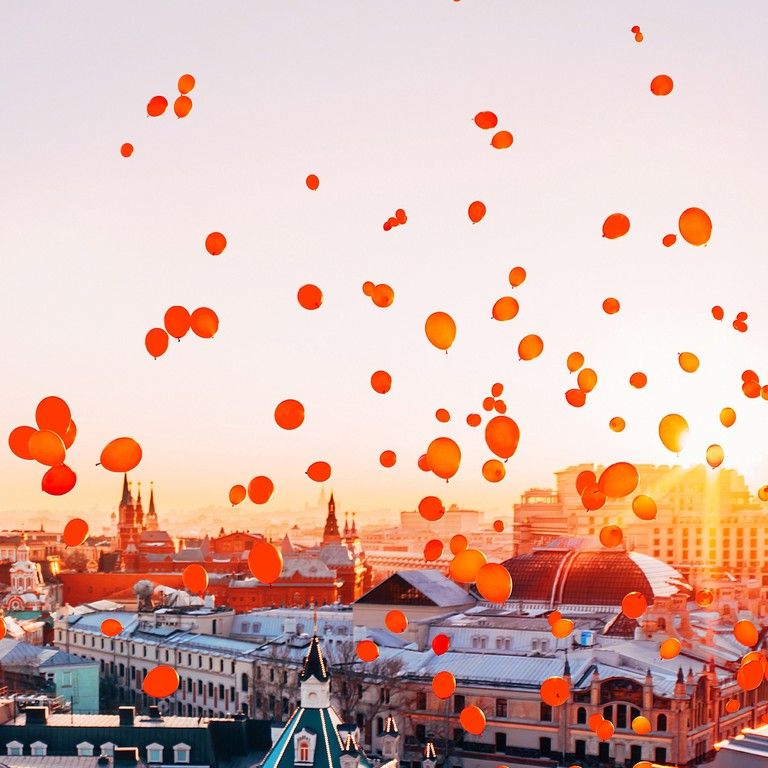 Red balloons fill Moscow's sky I