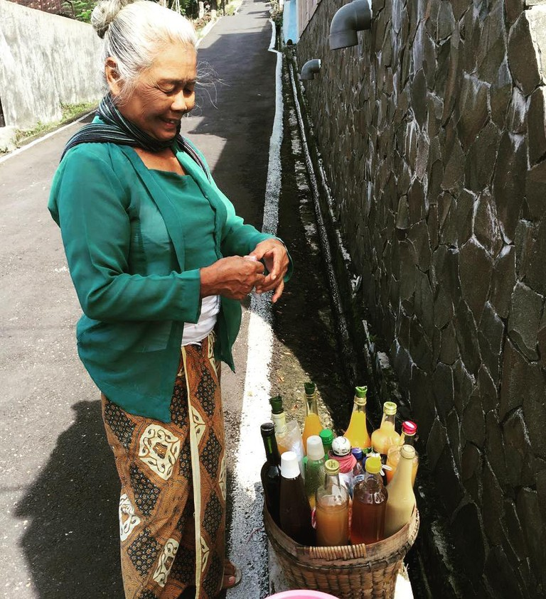 Traditional Jamu maker
