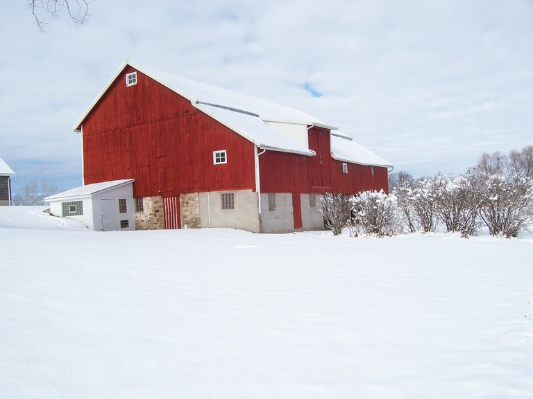 A Midwestern barn in mid-winter