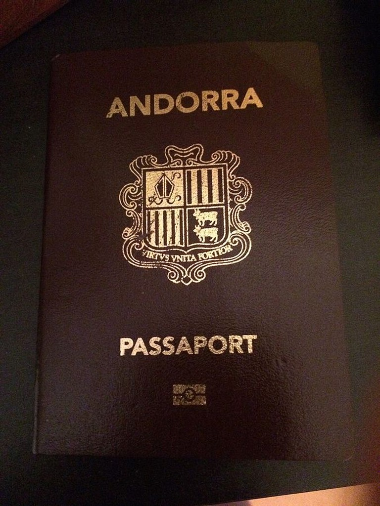 Andorran passport | ©Boigandorra / Wikimedia Commons