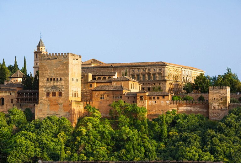 Granada's mighty Alhambra fortress; WikimediaImages, pixabay