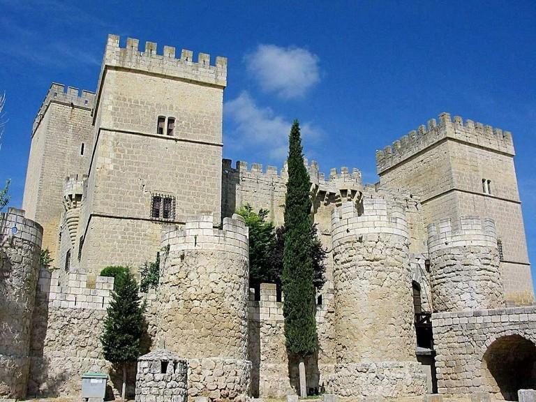 Ampudia, Castillo | ©Guu / Wikimedia Commons