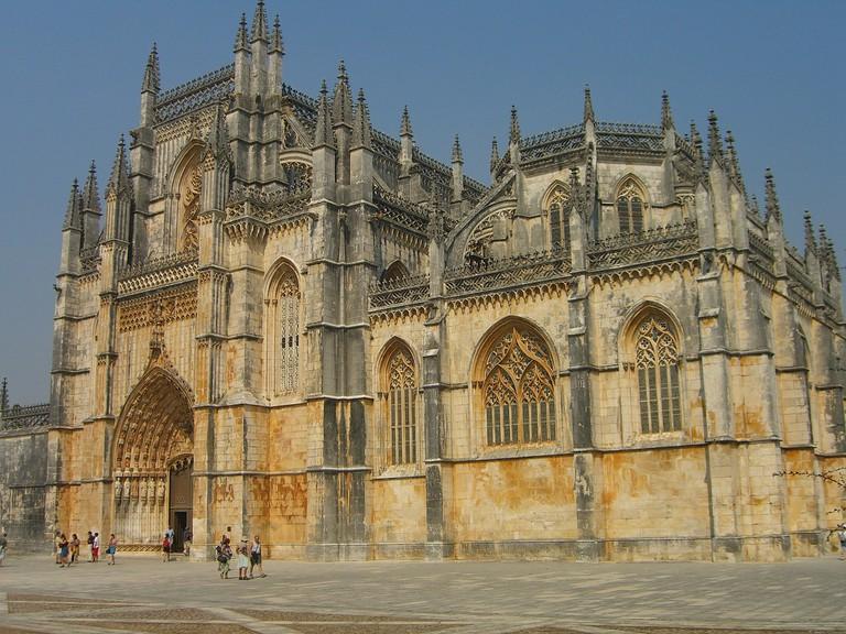 https://pixabay.com/es/batalha-portugal-monasterio-458301/