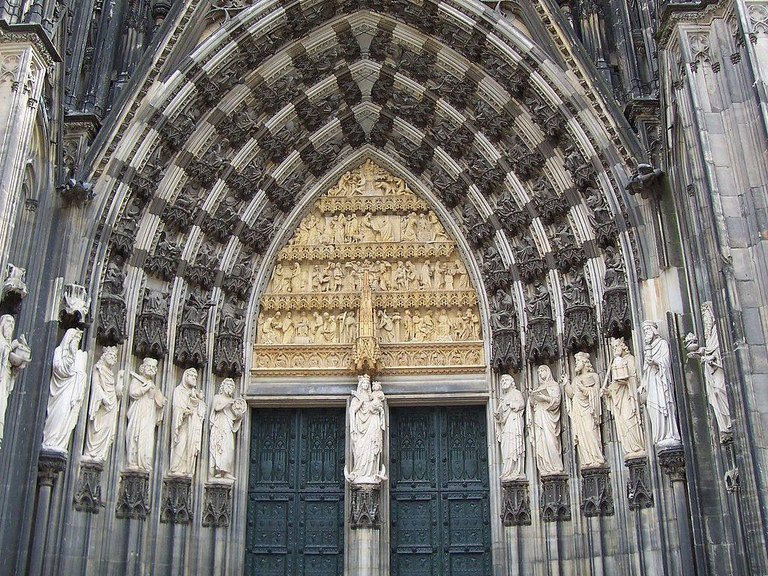 Entrance to Cologne Cathedral | © Yoceto / Wikimedia Commons