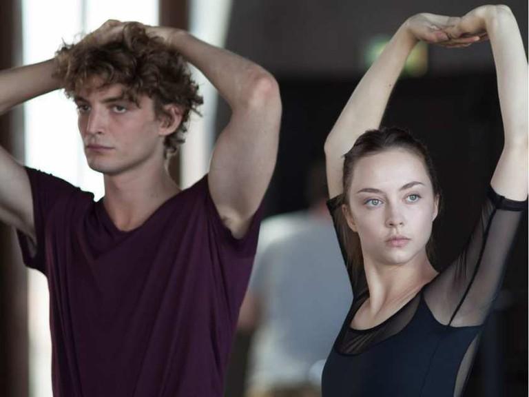 Adrien (Niels Schneider) and Polina (Anastasia Shevtsova)