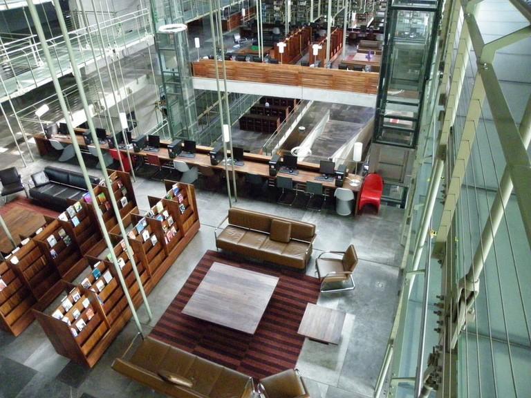 Glass-floored shelves in the Biblioteca Vasconcelos | © Ellen Forsyth / Flickr
