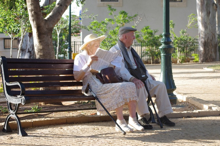 old couple in the park | ©Marina Shemesh / PublicDomainPictures.net