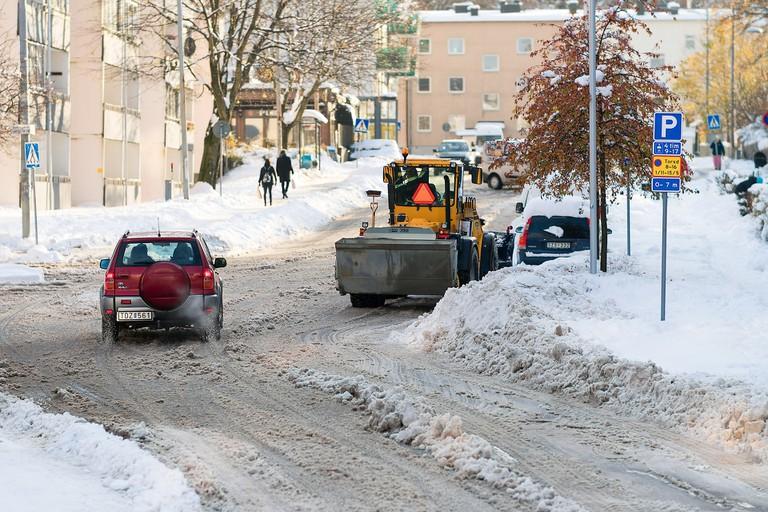 Snow plough clearing roads / qimono / Pixabay