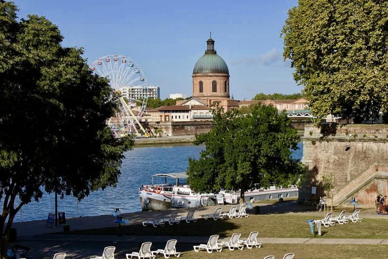 "<a href=""https://commons.wikimedia.org/wiki/File:Toulouse_-_Quai_de_la_Daurade_02.jpg"" target=""_blank"" rel=""noopener noreferrer"">Quai de la Daurade in Toulouse"
