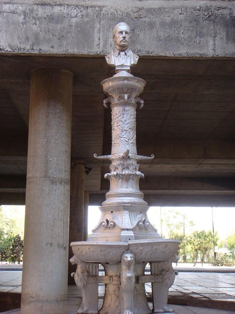 Statue in Sanskar Kendra