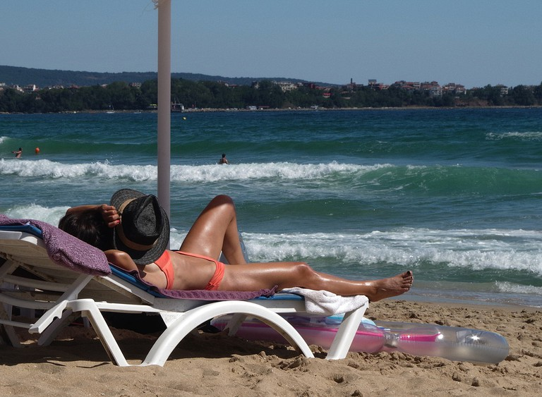 https://pixabay.com/es/mar-cama-solar-bronceado-holiday-1609758/