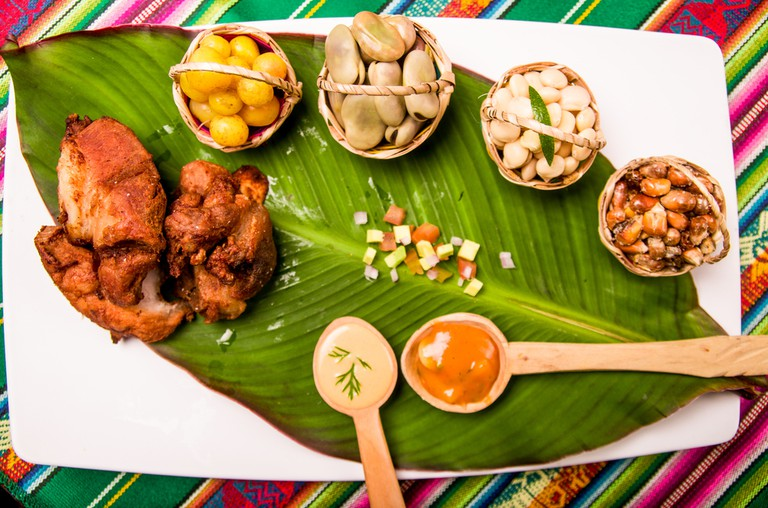 La Fritada served with chilli sauce and grains | © Fotos593/Shutterstock