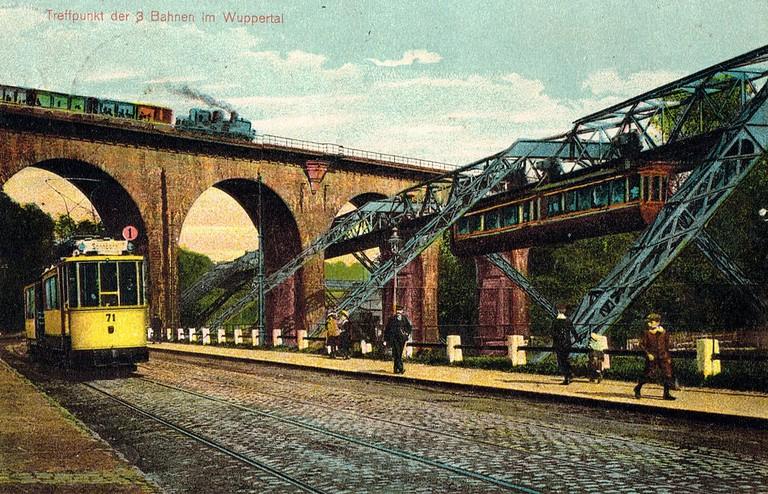 Wuppertaler Schwebebahn, Rhineland postcard / Wikimedia Commons
