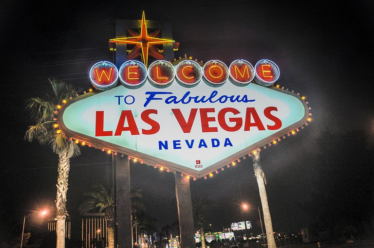 Las Vegas Sign at night | © Sarah Nichols/Flickr