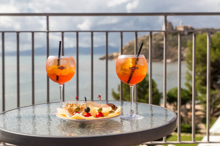 The Aperol Spritz is a popular tipple for aperitivo | © Chris/Flickr
