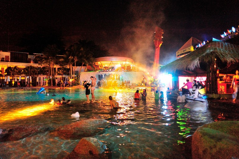 Hard Rock pool party