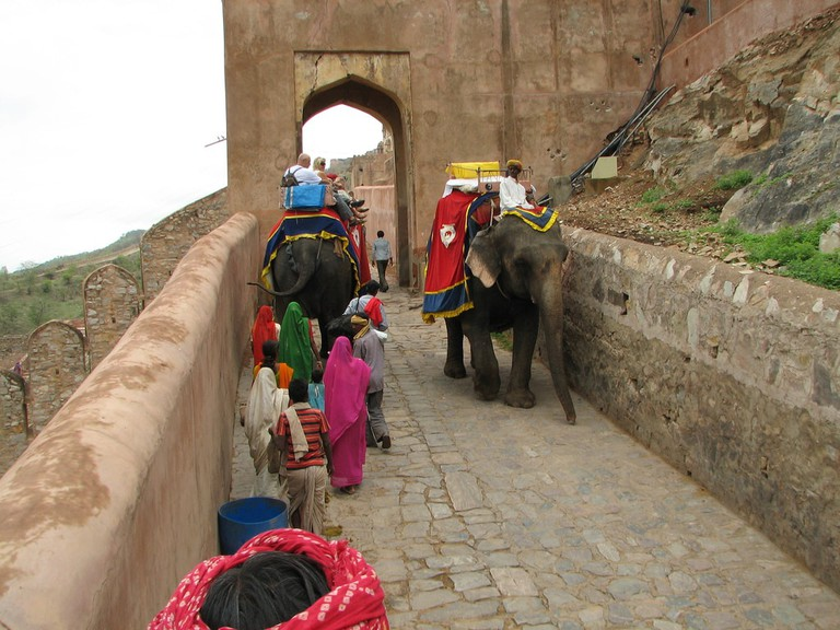 Riding elephants | © McKay Savage / Flickr