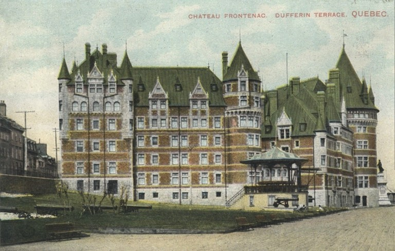 An early postcard of the hotel, c.1910, before later expansions and the construction of the central tower.