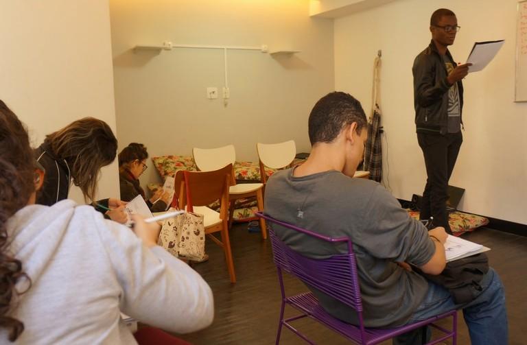 Giving classes at Abraço Cultural |© Abraço Cultural