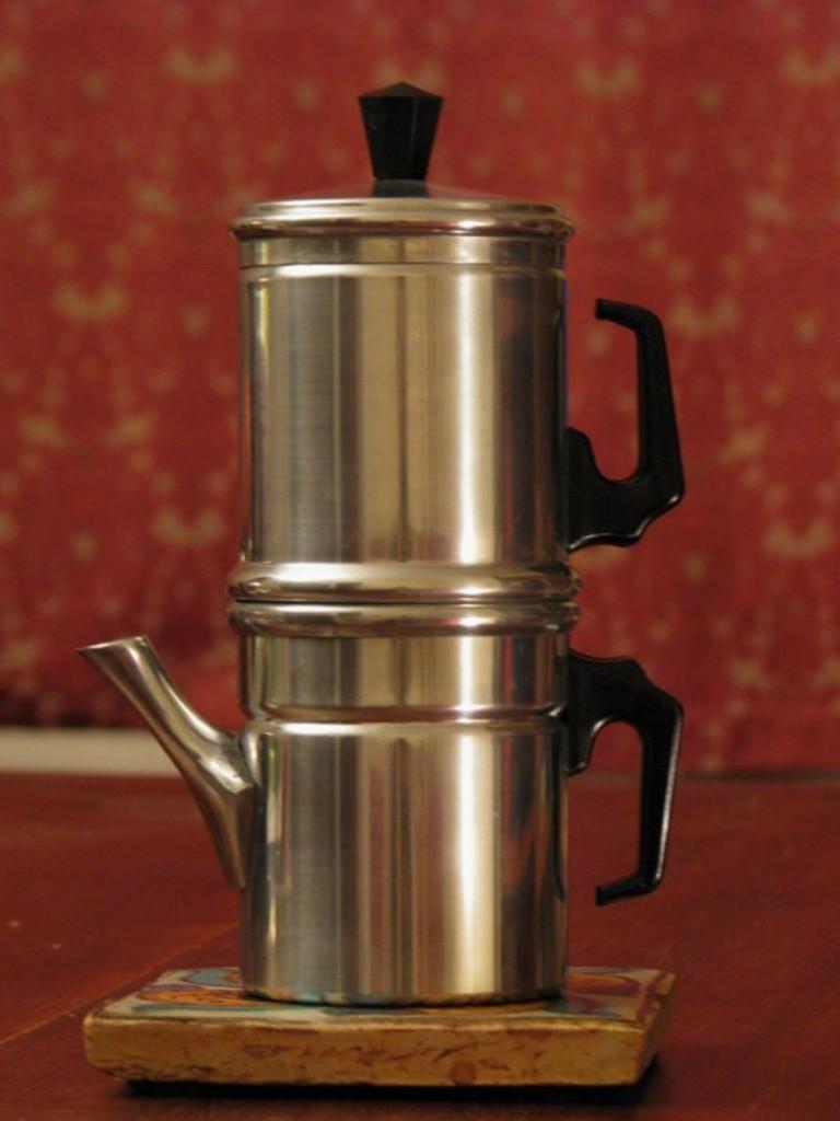 The neapolitan flip coffee pot, or caffettiera napoletana