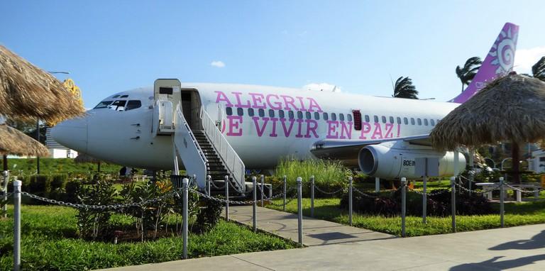 Boeing 737 in Paseo Xolotlan, Managua