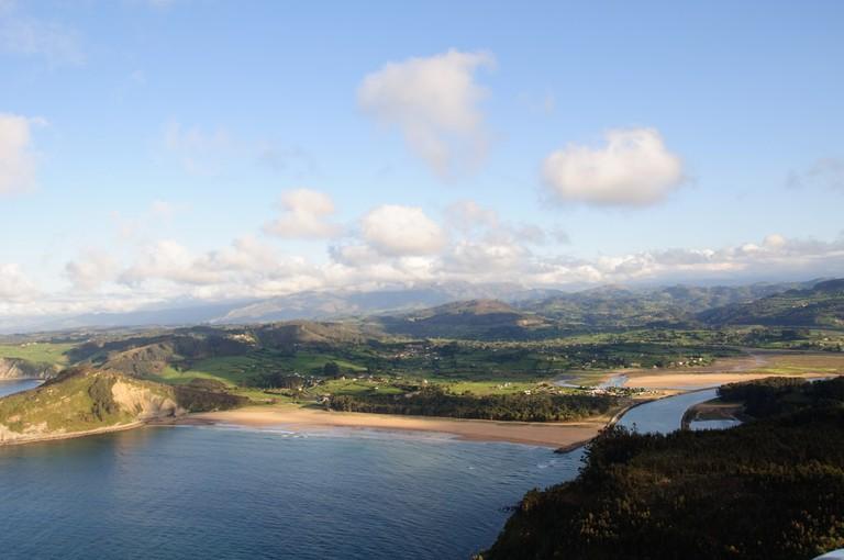 Playa de Rodiles, Asturias, Spain | ©AsturZephyra / Flickr