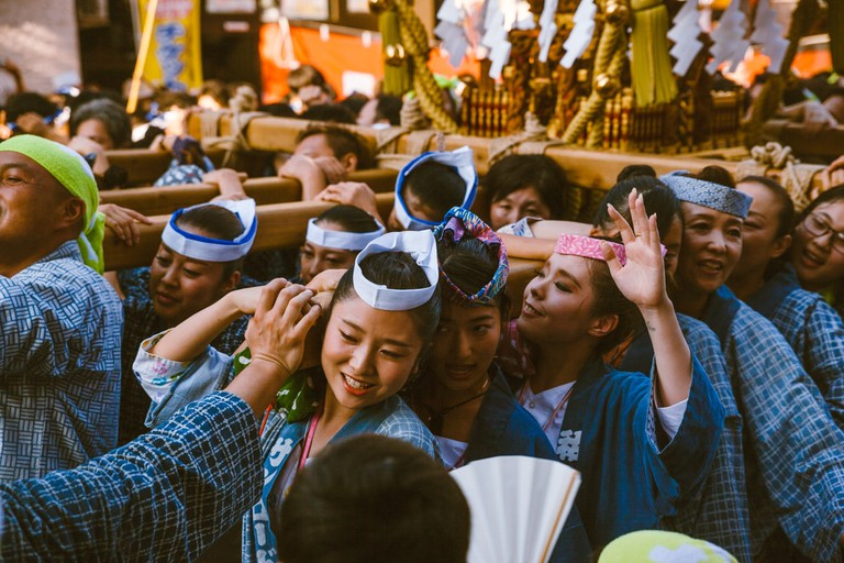 Female shrine bearers in Kichijoji | Mithila Jariwala / © Culture Trip