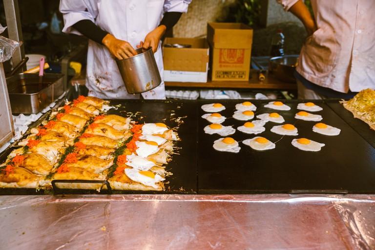 Street vendors feeding everyone at Kichijoji festival | Mithila Jariwala / © Culture Trip