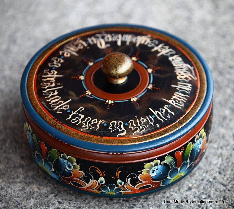 Traditional rosemaling box | Courtesy of Unne Marie Rosemaling