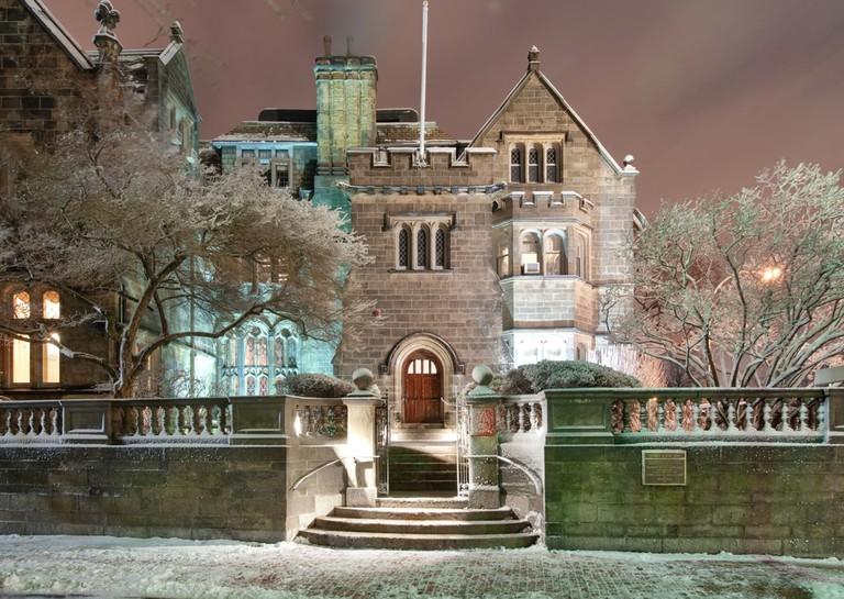 Tudor Revival Mansion at Boston University | © e2dan/Shutterstock