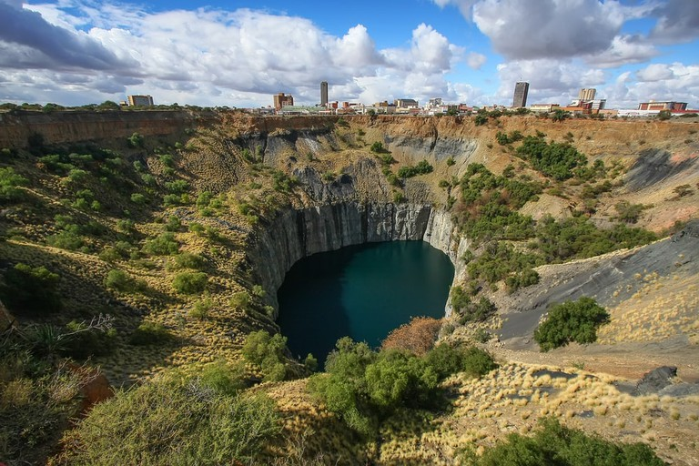 Historic Kimberley diamond mind, the largest man made hole on Earth, South Africa | © Vladislav Gajic/Shutterstock