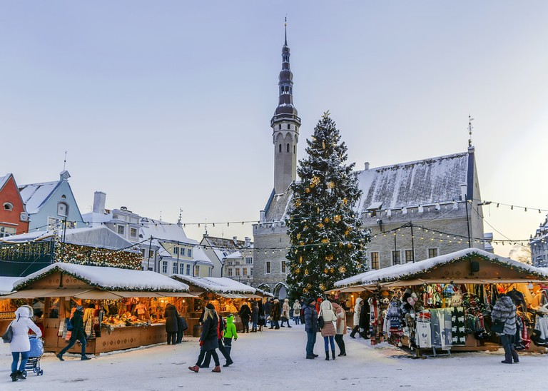 Town square of Tallinn decorated for Christmas | © dimbar76/Shutterstock
