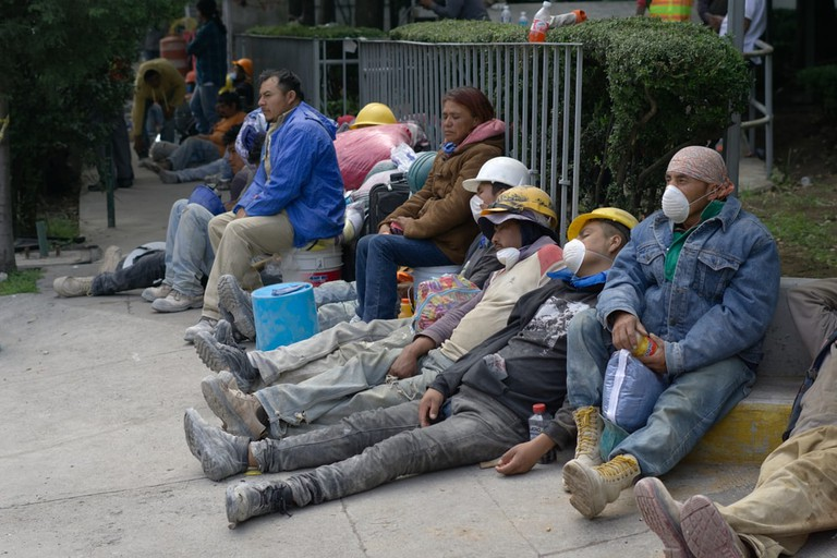 Earthquake relief workers resting | © Polo Gtz/Shutterstock