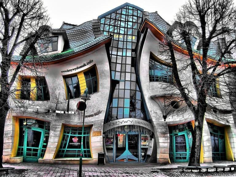Krzwy Domek, Crooked House