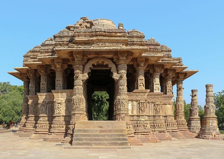 https://commons.wikimedia.org/wiki/File:Sun_Temple,_Modhera_-_Sabha_Mandap_01.jpg