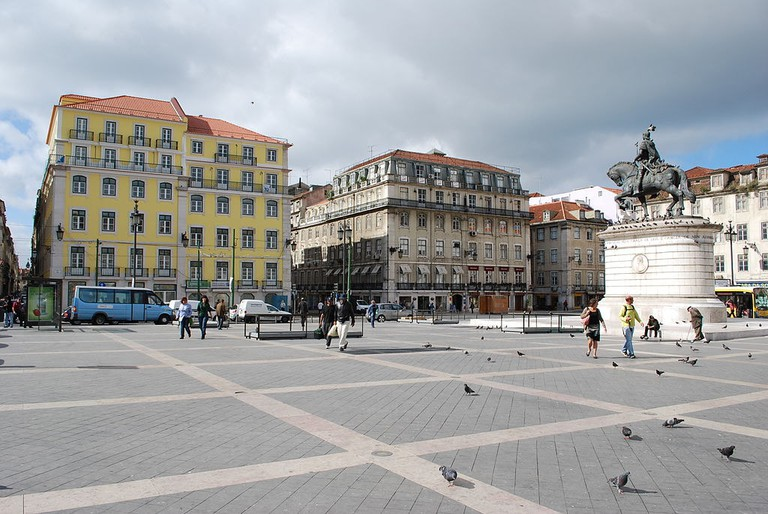 The hospital is tucked away in bustling and historical Praça da Figueira