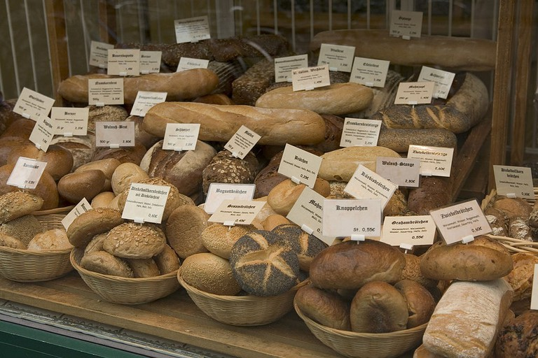 1024px-Selection_of_bread_in_German_bakery