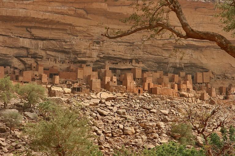 1200px-Bandiagara_escarpment_2