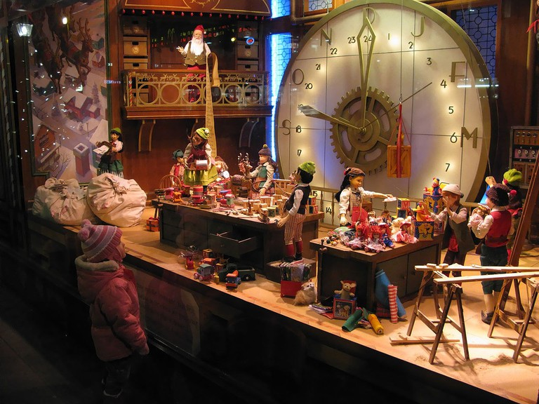 Christmas window displays | ©Allen McGregor / Wikimedia Commons