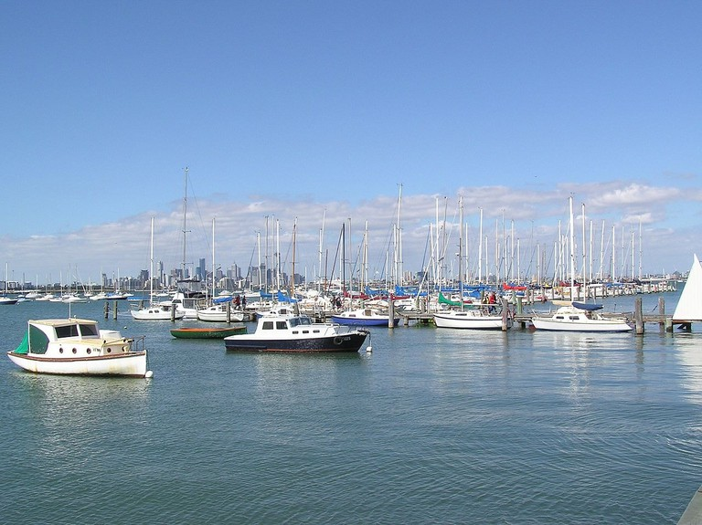 1280px-Williamstown_-_Hobsons_Bay_Yacht_Club_(Eastablished_in_1888)